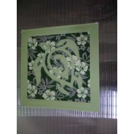 Tifaifai Carre 50cm Tortue Vert amande fond Vert foncé gris