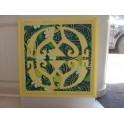 Tifaifai Carre 60cm Union Jaune pâle fond Vert foncé jaune