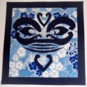 Tifaifai Carre 60cm Tiki Bleu marine fond Gris bleu