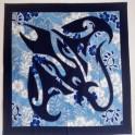 Tifaifai Carre 70cm Raie Bleu marine fond Gris bleu