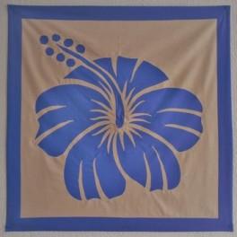 Tifaifai Carre 80cm Hibiscus Bleu fond Saumon